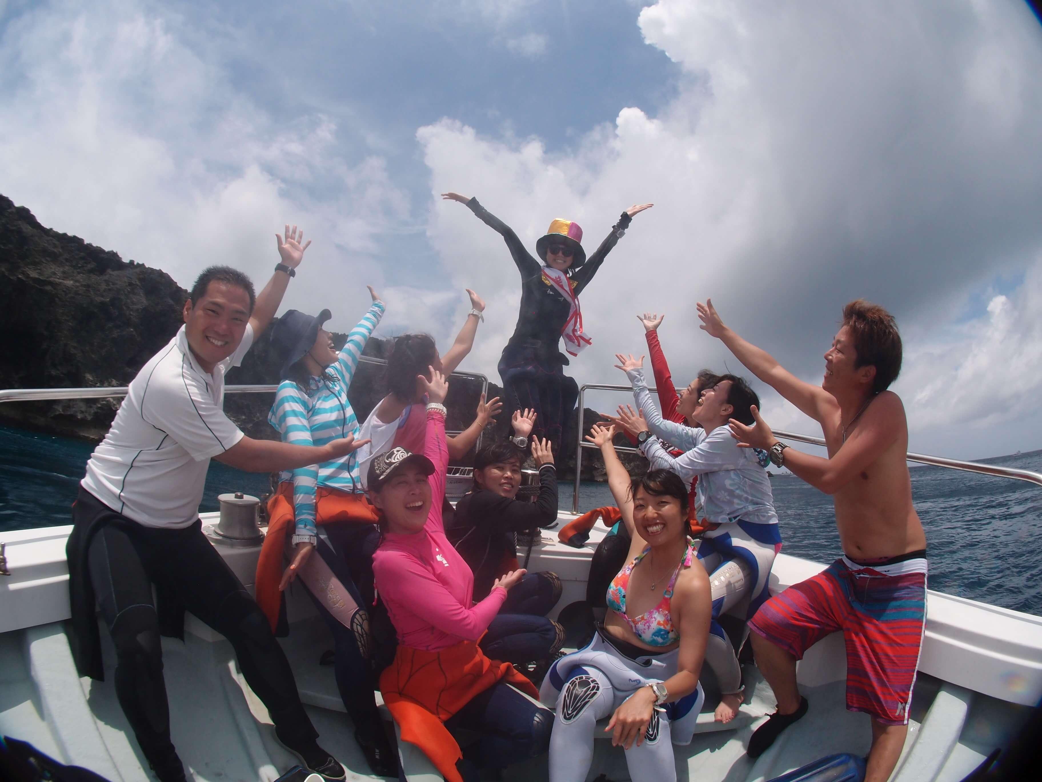船の上で集合写真